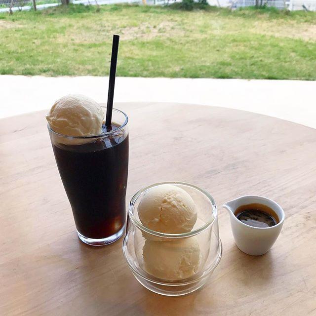 ..こんにちは〜︎今日は曇ったり雨が降ったり落ち着かない天気ですね︎.6月1日から始まる新メニューのご紹介です!〈 コーヒーフロート 〉しっかりとした味と香りのアイスコーヒーにバニラアイス。シンプルだけど暑いこれからの季節に飲みたくなる一杯です。.〈 アフォガード 〉甘いバニラアイスの上にエスプレッソ。アイスの甘さとエスプレッソの苦味の相性は抜群!ぜひお試しくださいね〜テイクアウトも承っております♡お出かけのお供にぜひ!..本日も21時まで営業しております。(ラストオーダー  20時15分)ご来店お待ちしております。..#アイスクリーム #icecream ##コーヒーフロート #coffeefloat#アイスコーヒー #coffee#アフォガード #エスプレッソ#バニラアイス #cafestagram #instafood #cafe #カフェ #カフェ巡り#haus_matsue#hausmatsue #松江カフェ #島根カフェ #松江 #島根 #山陰