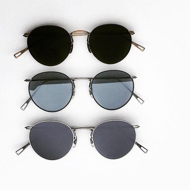#オリバーピープルズの新作たくさん届いています・まずはガラスレンズを使用したサングラスから・独特の質感と色使いでとてもいい雰囲気をつくってくれますこれからの季節にかかせないパートナーに・#mandel ・#生活に寄り添うメガネ#oliverpeoples #optical#めがね#hausmatsue #島根#松江#松江メガネ#サングラス