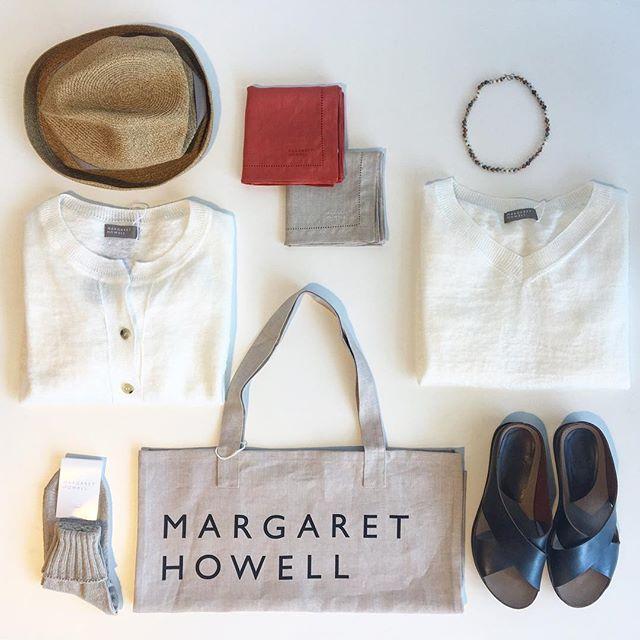 .今日は夏を思わせる暑さそろそろリネン物も本番。カーデやニットもいろいろ届きました︎︎あわせてマチュアーハのボックスハットやvialisのサンダルもおすすめです。.#margarethowell #household goods#linen#matureha #boxhat#vialis#sandal#hausmatsue #島根#松江