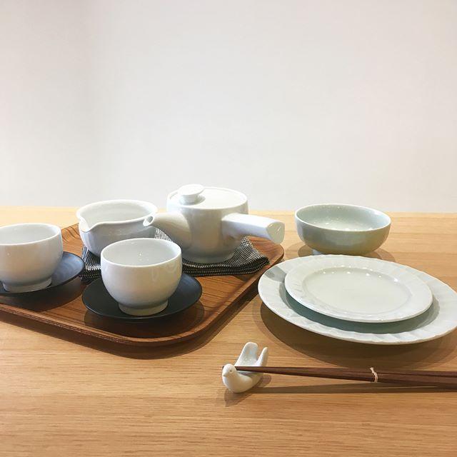 .初夏の食卓を涼しげに飾る、長崎県発の「白山陶器」が誇る白磁食器。陶磁器でありながらも伝統的なイメージに捉われない、モダンなデザインと空気感。種類豊富にご用意こざいますので、シーンに合わせてお選びいただけます◎.#白山陶器#波佐見焼#陶磁器#磁器#haus#haus_matsue#hausmatsue #松江カフェ #島根カフェ#松江 #島根 #山陰