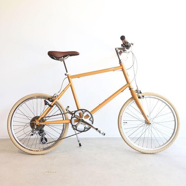 .普段の散歩や短距離の移動に連れ出したくなる、tokyobike20所謂ミニベロのタイプで、変速ギアを兼ね備えた街乗りに打ってつけのモデルになります。ホワイトのタイヤに設定されているのも魅力の一つ。カラーリング、フォルム共に、都会的に雰囲気に満ちた一台です。..#自転車#tokyobike#トーキョーバイク#haus#haus_matsue#hausmatsue #松江カフェ #島根カフェ#松江 #島根 #山陰