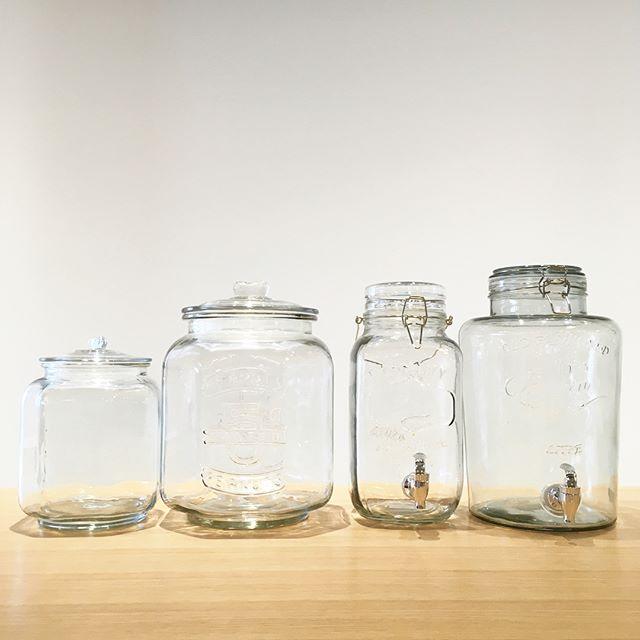 .保存容器で高いシェアを誇るDULTONのガラスジャー。容量と保存性の良さは勿論のこと、レトロなデザインなのでインテリアとしてもお部屋に馴染みます◎コック付きのタイプはこれからの時期、果実酒の生成などで活躍すること間違いなしです.#dulton#ダルトン#ガラスジャー#ウォーターサーバー#haus#haus_matsue#hausmatsue #松江カフェ #島根カフェ#松江 #島根 #山陰