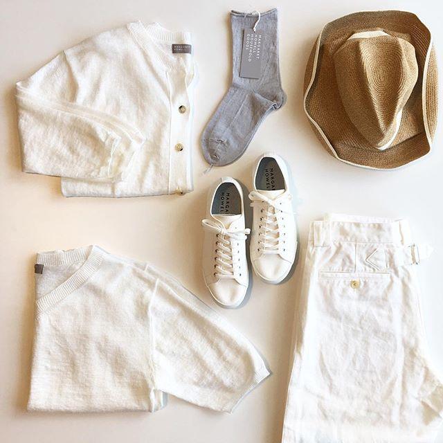 .湿度の高い梅雨の晴れ間には白いものが気になります。そして、麻のもの。.#margarethowell #household goods#matureha #boxhat #spinglemove #sneaker#linen#white#hausmatsue #島根#松江