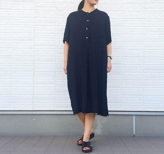 .MARGARET HOWELL FINE LINEN.リラックスしたスタイルのリネンワンピース。落ち着いたネイビー。.着丈も長めで安心です。.size Ⅱ.#margarethowell #fine linen #linen#linendress#ワンピース#hausmatsue #島根#松江