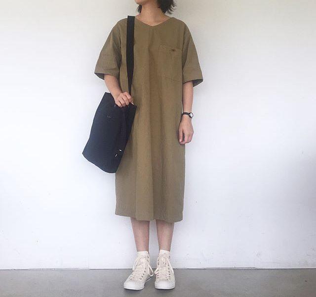 .MHL.DENSE COTTON LINEN.梅雨明け。さっそくの猛暑。1枚でさくっと着れるワンピースはマストアイテム︎.color カーキ、ネイビーsize  Ⅰ . Ⅱ.#MHL.#dense cotton linen#onepiece#military cotton canvas#bag#convarse #allstar #hausmatsue #島根#松江