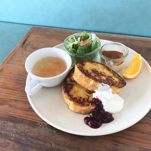.こんにちは🌞モーニング、たくさんのご来店ありがとうございました!.ランチタイムもはじまりましたよ ☻.人気のフレンチトーストはカフェタイムにもお召し上がりいただけます!.今日もいちにち、ご来店、お待ちしておりますね!.#morning #breakfast #朝食 #朝ごはん#モーニングプレート #フレンチトースト#instafood #cafestagram #cafe #カフェ  #カフェ巡り#hausmatsue #haus_matsue#松江 #島根#島根カフェ#松江カフェ#島根モーニング#松江モーニング