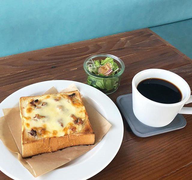 .こんにちは〜︎今日もたくさんのご来店ありがとうございますっ!..モーニングメニューに新しく〈 くるみチーズトースト&サラダ・ドリンクSET 〉が加わりました!.しっとりチーズのトーストにくるみの香りと食感がアクセントに。気軽な朝食をお楽しみいただけます。ぜひお試しくださいね♡… 《HAUS営業時間》*ショップ 11:00-20:00.*ビストロカフェモーニング. 9:00-11:00 (Lo10:30)ランチ  11:30-14:00カフェ  14:00-18:00ディナー  18:00-21:00 (Lo20:15) ….#モーニング #morning#トースト #チーズトースト #くるみ#cafestagram #instafood #cafe #カフェ #カフェ巡り#haus_matsue #hausmatsue #松江カフェ #島根カフェ#松江 #島根 #山陰