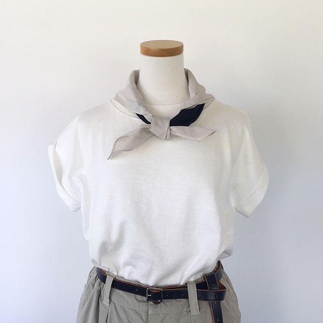 .暑いこの時期のマストアイテムの白TEE。たくさん着るアイテムだからこそこだわりたい着心地そして、くりかえしのお洗濯に耐えられる丈夫さ。すべてにおいておすすめのMHL.3PLY COTTON JERSEY.color ホワイト、キャメル.#MHL.#3play cotton jersey#Tshirt#block print scarf#scarf #hausmatsue #島根#松江