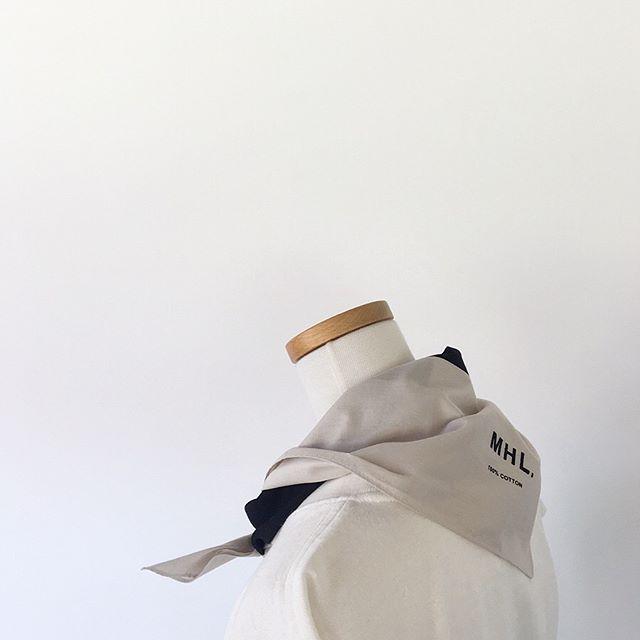 .MHL.BLOCK PRINT SCARF.いつものTシャツにひとまき。主張も強すぎず良い塩梅です。.color ベージュ×ブラック.#MHL.#block print scarf#scarf#手捺染#hausmatsue #島根#松江