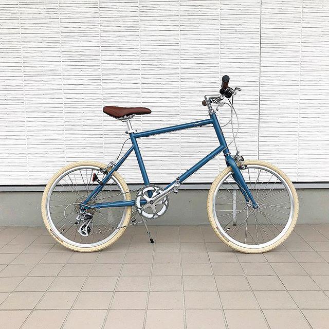 .【tokyobike】.日中の気温も過ごしやすくなってきましたね︎.秋の風を感じながら自転車でお出かけにもってこいのトーキョーバイク.女性でも乗りやすいタイプの【20】タイプ。.8段変速のカジュアルな自転車。漕ぎ出しの軽さと小回りの良さを兼ね備える20インチタイヤなので街中でも思い通りに走る事ができます。…#hausmatsue #haus_matsue #haus#自転車#tokyobike#街乗り#松江 #島根 #山陰#松江カフェ#島根カフェ