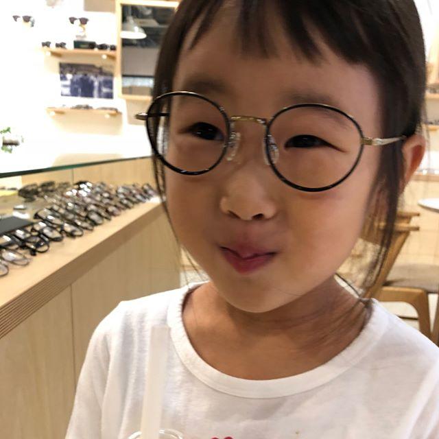 子供メガネ入荷しています専属モデルのTちゃんも眼鏡をかけていい表情です・マイナスイメージにならない眼鏡たくさんありますかけて楽しみましょう・#こどもめがね #眼鏡男子#眼鏡女子#松江メガネ#haus#生活に寄り添うメガネ#似合う眼鏡探したい