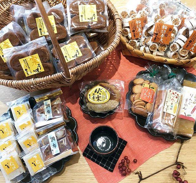 伊藤軒秋の味覚大量入荷.連日ご好評をいただいている京都発の「伊藤軒」より、秋の味覚のお菓子が多数入荷しております。昨年好評いただきました、栗子焼も仲間入りしておりますご自分用からお遣い物まで、幅広いシーンにマッチするお菓子たちを是非チェックしてみてください◎.#伊藤軒#秋の味覚#haus #haus_matsue #hausmatsue #松江カフェ #島根カフェ #松江 #島根 #山陰