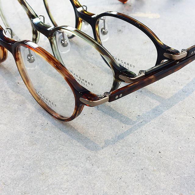 .めがねもすこしだけ秋色に。ほどよく女性らしい雰囲気。.ハウエルのめがねもいろいろ入荷しております。.#margarethowell #idea #optical#めがね#眼鏡#hausmatsue #島根#松江
