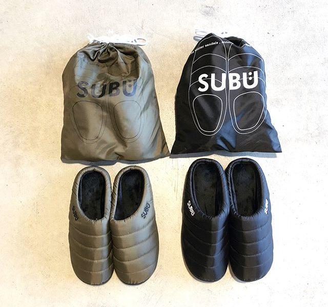 .着るダウンならぬ、履くダウン。「SUBÜ」からダウンサンダルが入荷しております。足全体を包み込むような履き心地が癖になる事間違いなし◎ちょっとそこまでの気軽なお出かけや、冬場の室内などの上履きにもおすすめです。.#subu#スブ#outdoors #アウトドア#haus #haus_matsue #hausmatsue #松江カフェ #島根カフェ #松江 #島根 #山陰