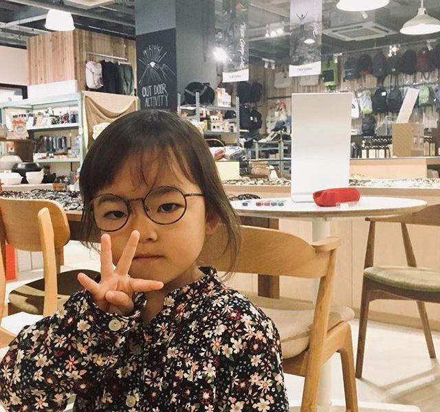 今回も初めてメガネのかわいいお客様です・色々な種類やカラーのなかで自分だけの一本を選びました・調整もしっかり出来てかけごこちも良さそうです・#こどもめがね #眼鏡女子 #松江#haus#bcpc #似合う眼鏡探したい #生活に寄り添うメガネ