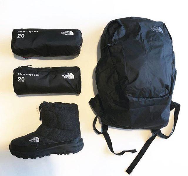 .【THE NORTH FACE】.軽量でパッカブル仕様の「Gram Daypack」が到着しました。ケース収納時は長さ25cm程のサイズにまとめる事が出来ます。本体素材には70デニールの軽量且つ丈夫なナイロン、20Lの普段使いしやすい容量を兼ね備えます。パッカブル仕様のバックパックでありながらも背負った時にボリュームが出る設計になっています。旅行の際のセカンドバックとして活躍する事間違いなしです。在庫残り僅かのNuptse bootsと併せてチェックしてみてください。.#thenorthface#ノースフェイス#gramdaypack#nuptsebootie#haus #haus_matsue #hausmatsue #松江カフェ #島根カフェ #松江 #島根 #山陰