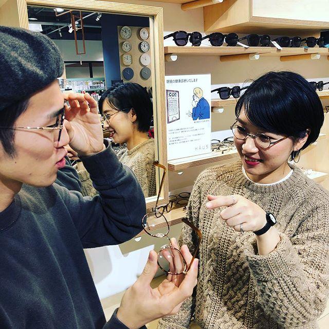 明日から12月。クリスマスも近付いてまいりました。いい夫婦の日から始まったキャンペーン、大好評開催中です!・HAUSでは「いい夫婦で迎えるクリスマス」ということで11/22から12/25までの期間中、お連れ様と合わせてメガネを2本、又はお一人で2本同時にお買い上げの場合、その場で使えるメガネ商品券¥10,000をプレゼント!(1本お買い上げの場合も¥3,000券をプレゼント!)・是非、大切な人と素敵なメガネを選びに来てください!・#haus_matsue #haus_megane #いい夫婦の日#クリスマス#メガネ#プレゼント#12月25日まで