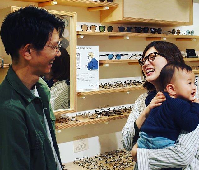 明日は11月22日「いい夫婦の日」ですね!・HAUSでは「いい夫婦で迎えるクリスマス」ということで明日から12/25までの期間中、お連れ様と合わせてメガネを2本、又はお一人で2本同時にお買い上げの場合、その場で使えるメガネ商品券¥10,000をプレゼント!(1本お買い上げの場合も¥3,000券をプレゼント!)・是非、大切な人と素敵なメガネを選びに来てください!・#haus_matsue #haus_megane #いい夫婦の日#クリスマス#メガネ#プレゼント#12月25日まで
