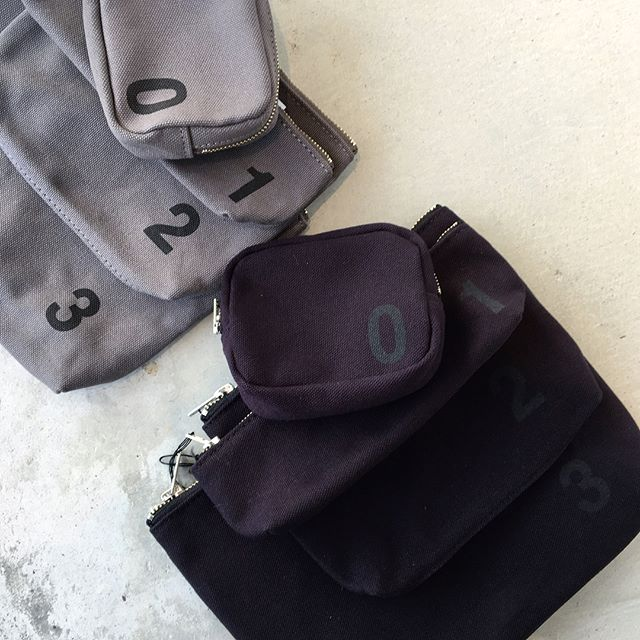 .バッグの中のいろんなものをわけて整頓できるナンバーポーチ。ギフトにもオススメです🌲.#MHL#HEAVY COTTON CANVAS#logobag#shoulderbag #logotote#tote bag#hausmatsue #島根#松江