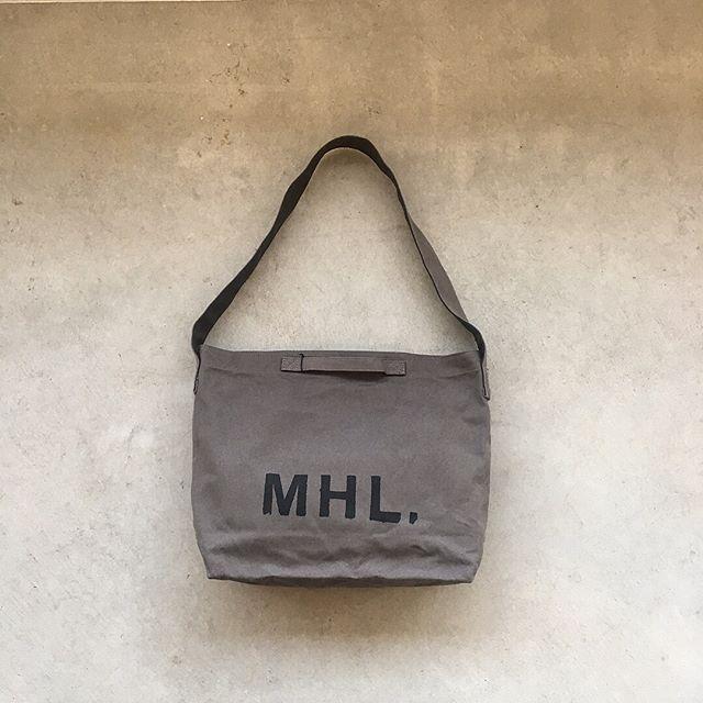 .MHL.HEAVY COTTON CANVAS入荷です.今季のカラーはグレーとネイビー。.ロゴショルダーsize W35㎝ × H34㎝ × D12㎝、ショルダー85㎝.ロゴトートsize W48 × H33 × D15㎝ 、ハンドル51㎝.#MHL#HEAVY COTTON CANVAS#logobag#shoulderbag #logotote#tote bag#hausmatsue #島根#松江