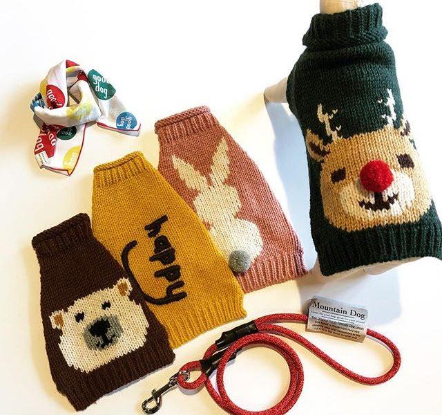 .愛犬と暮らす冬の思い出の1ページに️.お問い合わせを多くいただきました、「小型犬サイズ」のセーターが到着しましたタートルネックになっているので首元までぬくぬくに。厚手のウール素材なのでこれで冬のお散歩もへっちゃらです。雪が積もった日、ワンちゃんにセーターを着せてぜひお散歩へ連れ出してあげてください◎.#george#sweater#knit#セーター#ニット#犬服#犬グッズ#haus #haus_matsue #hausmatsue #松江カフェ #島根カフェ #松江旅行#島根旅行#松江 #島根 #山陰