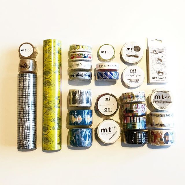 .春らしいデザインのマスキングテープ、種類豊富に入荷いたしました。今回も世界で活躍するアーティストとのコラボレーションシリーズが選り取り見取りです。当店でも大人気のミナペルホネンはじめ、スウェーデンを代表するデザイナーのリサラーソン、創立20周年を記念して実現したストックホルムデザインラボ、などなど豊富にご用意しました。生活にささやかな変化をもたらす品々、当店にご覧にお越しくださいませ。#maskingtape#マスキングテープ#minaperhonen#lisalarson#stockholmdesignlab#ステーショナリー#haus #haus_matsue #hausmatsue #松江カフェ #島根カフェ #松江 #島根 #山陰