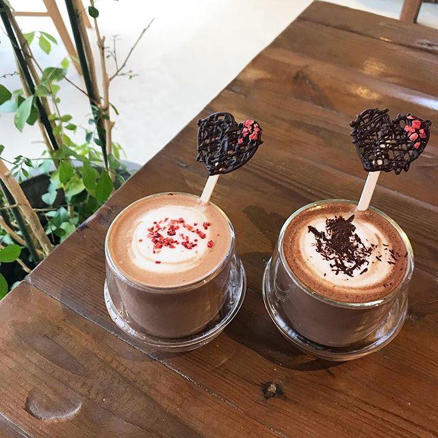 ..こんばんは︎本日もご来店ありがとうございました!..明日、HAUS CAFE は終日閉店とさせていただきます。ご来店予定のお客様には大変ご迷惑をお掛け致しますが何卒、ご理解のほどお願い申し上げます。..○物販は通常営業いたしますのでよろしくお願いいたします。….#期間限定 #冬限定 #winter#バレンタインデー #valentineday #drink #ドリンク#ホットチョコレート#ストロベリーショコラ#chocolate #チョコレート ##ストロベリー #いちご#マシュマロ#takeout #テイクアウト#cafe #カフェ #カフェ巡り#hausmatsue #haus_matsue #松江カフェ #島根カフェ#松江 #島根 #山陰 #島根旅行