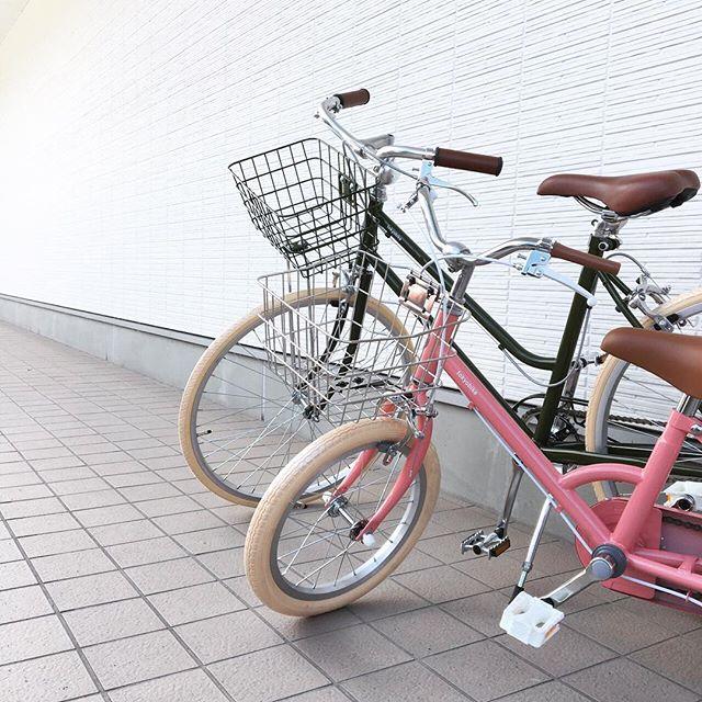 .「tokyobike」のオプションパーツオーダー承りますtokyobikeの自転車にオプションパーツを取り付け、自分だけの一台にカスタマイズしてみませんか。.写真はお客様からカゴの取り付けをご依頼いただいたモデルになります。専用のカゴを取り付けることでオリジナルとはまた一風変わった雰囲気に様変わりしますね◎気になるパーツなどございましたらお気軽にお問い合わせくださいませ。.#tokyobike#トーキョーバイク#自転車#haus #haus_matsue #hausmatsue #松江カフェ #島根カフェ #松江旅行#島根旅行#松江 #島根 #山陰
