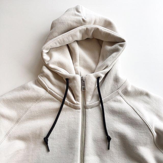 .MHLLOOPWHEELERジップアップフーディこちらもクルーネック同様にリピーターの多いかたちです。今の時期から春の羽織までしっかり着て頂けます。ネックの高さもポイントです。size メンズ M、Lウィメンズ  Ⅱ#MHL #loopwheeler #吊り編み#crew neck#zipup #hausmatsue #島根#松江
