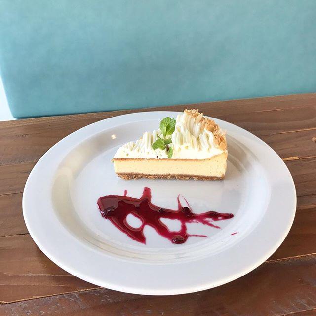 .本日もご来店ありがとうございます。 ..◇写真カフェメニュー< チーズタルト >濃厚なベイクドチーズにさっぱり爽やかなチーズクリームを合わせたチーズ好きにはたまらないタルトに仕上がりました◎..HAUS CAFEのスイーツはパティシエさんが全て一から作っているので本格的なスイーツが楽しめますよ♡…本日も21時まで営業しております。ご来店お待ちしております◎….#cake #dessert #sweet #tart#チーズタルト #チーズケーキ #cafetime #haus_matsue #hausmatsue #松江カフェ #島根カフェ #松江 #島根 #山陰#島根旅行