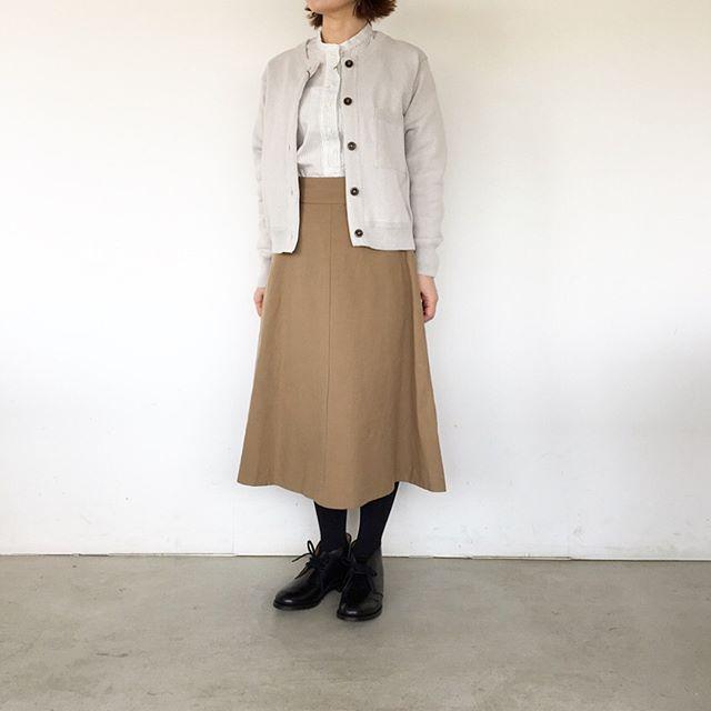 .暖かい日が続いて春のような陽気。スカートも明るい色が気になります。color  warm stone、Blacksize  Ⅰ . Ⅱ .Ⅲあわせてこちらもどうぞ@haus_howell …#margarethowell #cotton linen oxford#skirt#hausmatsue #島根#松江