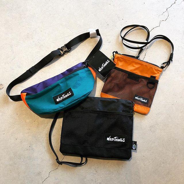 .90'sライクなデザインのWILDTHINGSのコンパクトバッグ。サコッシュ型、ウエストバッグ型が入荷しております。いずれもストラップを調節する事でショルダーバッグとしてお使いいただける仕様です。短時間の気軽なお出掛けや旅行時のセカンドバッグとしても重宝します。薄着になる季節、コーディネートのアクセントにぴったりのアイテムですので是非チェックしにお越しください。.#woldthings#westbag#outdoors#haus #haus_matsue #hausmatsue #松江カフェ #島根カフェ #松江旅行#島根旅行#松江 #島根 #山陰