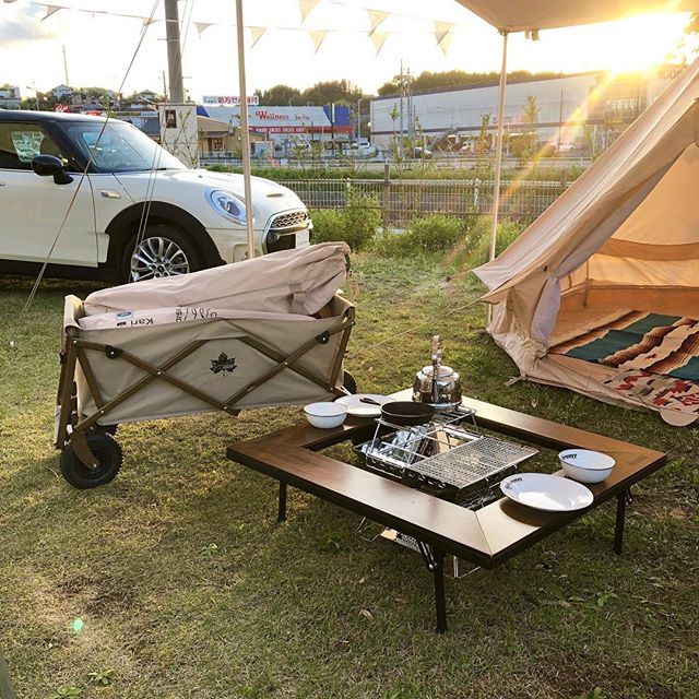 .『MINIで出かけるMINIキャンプ』.MINIとHÅUSのアウトドアグッズがテラススペースにてコラボレーション中🏕リアルなキャンプ場の再現をどうぞお見逃しなく。.LOGOSから雰囲気抜群の「囲炉裏型テーブル」「TRAD CANVAS WASHABLE CARGO CART」も現在展示中です。GW期間中にキャンプをお考えの方、あると便利で思わず気分も上がるギア類を豊富にご用意してお待ちしております◎.#logos#ロゴス#outdoor#アウトドア#haus #haus_matsue #hausmatsue #松江カフェ #島根カフェ #松江旅行#島根旅行#松江 #島根 #山陰