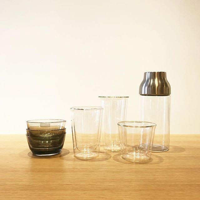 .夏季の食卓に並べたくなる爽やかなデザインのKINTOのガラスウェア。.「使い心地と佇まいの調和」というブランドのテーマのもと機能美を追求して作られた逸品たちです。耐熱二層ガラスを採用し表面に水滴が付かない工夫が施されたダブルウォールグラスをはじめ様々なガラス製のプロダクトをご用意しました。.夏日を迎える今週末はぜひHAUSへお出かけくださいませ。.#kinto#キントー#haus #haus_matsue #hausmatsue #松江カフェ #島根カフェ #松江 #島根 #山陰