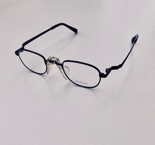 #eyevan 新作ラッシュです#off_16t今までにないくらい小ぶりなサイズ近視が強い人にもおすすめのデザインです鼻パットは独特なホールド感で掛け心地も最高です・#optical#めがね#hausmatsue #島根#松江#松江メガネ#生活に寄り添うメガネ#メガネ男子#メガネ女子#似合う眼鏡探したい