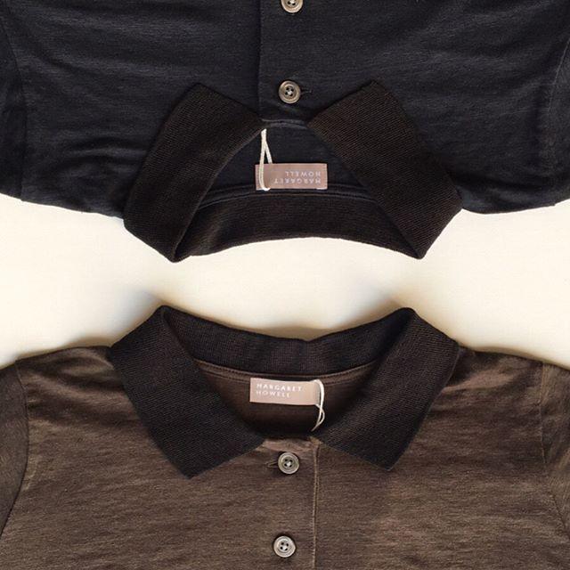 .今週末は暑くなりましたね︎そろそろ半袖ものの準備いかがでしょう。衿と身頃がバイカラーになったマーガレットハウエル定番のリネン100%のジャージー素材のポロシャツ。通気性、吸湿速乾性に優れた1枚です。color ブラウン、ネイビーあわせてこちらもどうぞ@haus_howell #margarethowell #linen jersey polo#poloshirt #hausmatsue #島根#松江