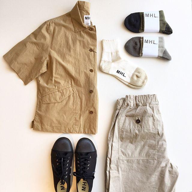.ヴィンテージのメディカルシャツからインスピレーションを受けてデザインされたMHL.LIGHET COTTON LINEN POPLINコンパクトな着丈に少し長めな袖スラントしたポケットがかわいいシャツです。color ベージュ、ホワイト、ブラックsize  Ⅰ 、 Ⅱ 、Ⅲあわせてこちらもどうぞ@haus_howell ..#MHL#LIGHET COTTON LINEN POPLIN#medicalshirt#shirt#hausmatsue #島根#松江