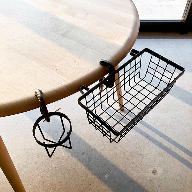 .外への持ち出し、取り付けが簡単にできる「ボトルグランパー」「バスケットグランパー」が入荷いたしました。DIYが趣味の方にはおなじみの工具、クランプを用いたデイリーツール。例えばキャンプの際、椅子の肘掛けに取り付ければドリンクホルダー付きの椅子に早変わり。「あると便利」を叶えるグランパーシリーズをどうぞお見逃しなく。.#クランプ#ボトルグランパー#バスケットグランパー#haus #haus_matsue #hausmatsue #松江カフェ #島根カフェ #松江旅行#島根旅行#松江 #島根 #山陰