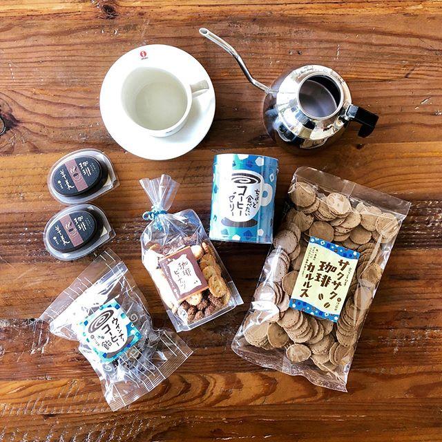 .『伊藤軒のアイスコーヒーフェア️』.ちょっと一口、ちょっと一息。夏の午後のコーヒータイムにちなんだお菓子が京都の老舗菓子処「伊藤軒」から入荷です。昨年も大人気だった「ちょっと食べたいコーヒーゼリー」を筆頭に新商品も合わせ幅広くご用意しました。涼しげなブルー基調のパッケージのデザインも魅了の一つです。フォトジェニックなアイスコーヒーのお菓子をどうぞお見逃しなく️.#伊藤軒#アイスコーヒー#コーヒーゼリー#coffee#coffeetime#haus #haus_matsue #hausmatsue #松江カフェ #島根カフェ #松江旅行#島根旅行#松江 #島根 #山陰