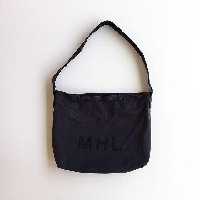 .MHLHEAVY COTTON CANVASMHL定番のロゴバッグ新色入荷です。ユニセックスで使いやすいサイズ感。製品洗いによる、洗いざらいの適度なしわ感もポイント。color チャコール、オレンジHÅUSのハウエルのインスタはこちらです︎@haus_howell .#MHL#HEAVY COTTON CANVAS#logobag#shoulderbag #帆布#hausmatsue #島根#松江
