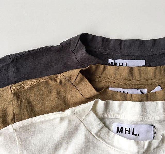 .肩のステッチと立ち上がった首元。シンプルなTシャツだからこそのこだわりのポイント。color ホワイト、ベージュ、グレーウィメンズ、メンズ共に入荷してます。ウィメンズ Ⅱメンズ  M , LHÅUSのハウエルのインスタはこちらです︎@haus_howell .#MHL#LIGHT COTTON JERSEY#Tシャツ#hausmatsue #島根#松江