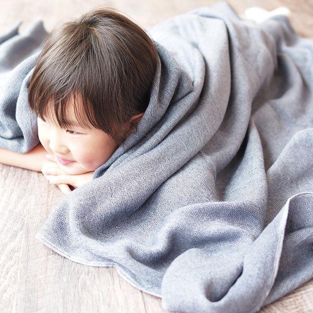 柔らかで、涼しくて、優しいタオルケット明日15日よりハウスではタオルケットの展示を行います。今治タオルのブランド「KONTEX」、リトアニアリネンを中心としたファブリックブランド「FOG LINEN WORK」のタオルケットを種類豊富にご用意しています。吸水性に富んだ柔らかなタオルケットや、さらっと涼しいリネンのタオルケット。夏の寝苦しい夜に汗を吸って肌をさらりと保ち、寒暖差やエアコンの寒さを優しく暖めるタオルケット。是非実際に触れてほんとうに気持ちいい一枚をお選びください。#hausmatsue #haus_matsue #タオルケット#ブランケット#kontex #foglinenwork #コンテックス#フォグリネンワーク#今治タオル#リトアニアリネン