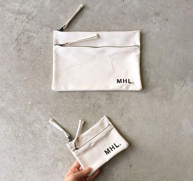 .MHLBASIC COTTON CANVASタフなコットンキャンバスを使用した2つのジップポケットな特徴的な大小サイズの新型ポーチ入荷です。color ナチュラル、ブラックsize大 ヨコ26.5㎝×高さ19㎝小 ヨコ14.5㎝×高さ11㎝#MHL#BASIC COTTON CANVAS#pouch#ZIP#gift#hausmatsue #島根#松江