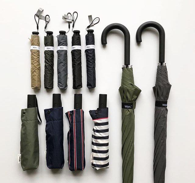 .『6/16 father's day蘆』.都会的なモノトーンのデザインで様々な場面にマッチする「Wpc.」のレイングッズ。男性のお客様に馴染みやすいデザインの雨傘が多数入荷しております。.「新たな可能性を生み出す」をコンセプトに2004年に誕生したドメスティックブランド。90gの超軽量折り畳み傘、バックパックの雨避けが付属したジャンプ傘などこれまでになかった発想が魅力的です。.お仕事で活躍するお父さんに気の利いた雨の日ギフトを贈られてはいかがでしょう。.#父の日#wpc#ダブルピーシー#haus #haus_matsue #hausmatsue #松江カフェ #島根カフェ #松江旅行#島根旅行#松江 #島根 #山陰