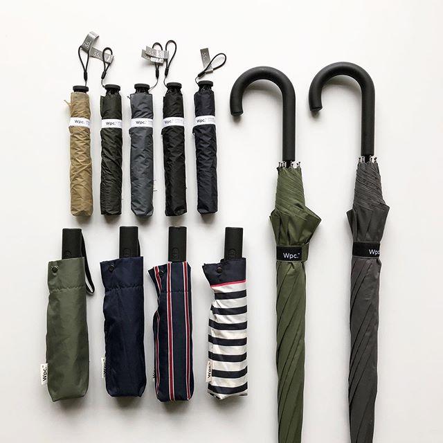 .『6/16 father's day🤵』.都会的なモノトーンのデザインで様々な場面にマッチする「Wpc.」のレイングッズ。男性のお客様に馴染みやすいデザインの雨傘が多数入荷しております。.「新たな可能性を生み出す」をコンセプトに2004年に誕生したドメスティックブランド。90gの超軽量折り畳み傘、バックパックの雨避けが付属したジャンプ傘などこれまでになかった発想が魅力的です。.お仕事で活躍するお父さんに気の利いた雨の日ギフトを贈られてはいかがでしょう。.#父の日#wpc#ダブルピーシー#haus #haus_matsue #hausmatsue #松江カフェ #島根カフェ #松江旅行#島根旅行#松江 #島根 #山陰