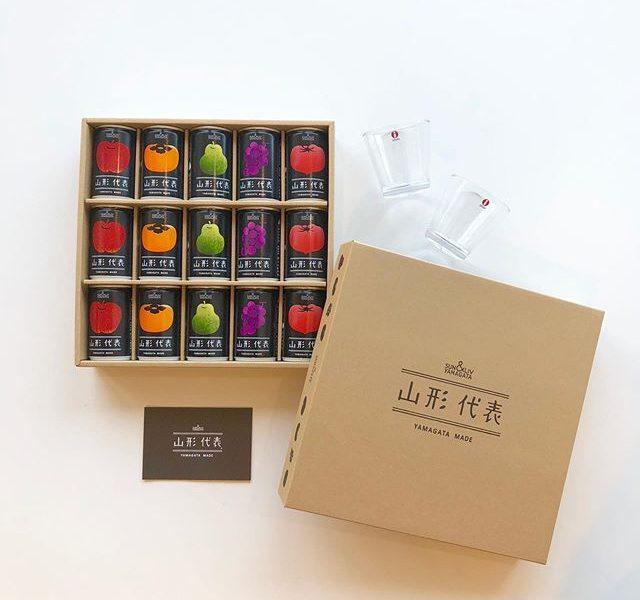 .『 山形代表 』.待望の山形代表の果物ジュースが今年もHÅUSに到着しました.四季折々の山形県産の果物を使用した100%ストレートジュース。果物の本来の旨味を存分に味わえる、飲みごたえある仕上がりに。種類豊富な果物のセットが「5缶・8缶・15缶・21缶」の四種類から入荷しております。シュワッと爽やかな喉越しの「さくらんぼサイダー」も夏季にぴったりなお味ですお歳暮シーズンのご贈答用にも間違いなく喜ばれますよ◎.昨年も大反響いただきましたので今年も早期品切れが予想されます。お買い逃しされたくない方はこのご機会にお早めにご来店くださいませ。.#山形代表#果物ジュース#100%ストレートジュース#haus #haus_matsue #hausmatsue #松江カフェ #島根カフェ #松江旅行#島根旅行#松江 #島根 #山陰