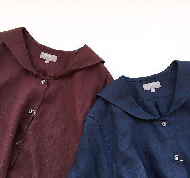 .シックで落ち着いたカラーのリネンシャツも届き始めました。同じくリネンのブラックのトラウザーを合わせて。甘くなりがちなNaval shirtも落ち着いた雰囲気。color ワイン、ブルー、ホワイトsize  Ⅰ . ⅡHÅUSのハウエルのインスタはこちらです︎@haus_howell .#margarethowell #lightweight linen#navalshirt #naval#hausmatsue #島根#松江の