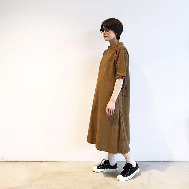 .今年の春にも好評だったMHLのスモックドレスが夏仕様で入荷です。color キャメルsize  ⅡHÅUSのハウエルのインスタはこちらです︎@haus_howell .#MHL#cotton linen shirting#スモックドレス#ワンピース#allstar #converse #hausmatsue #島根#松江