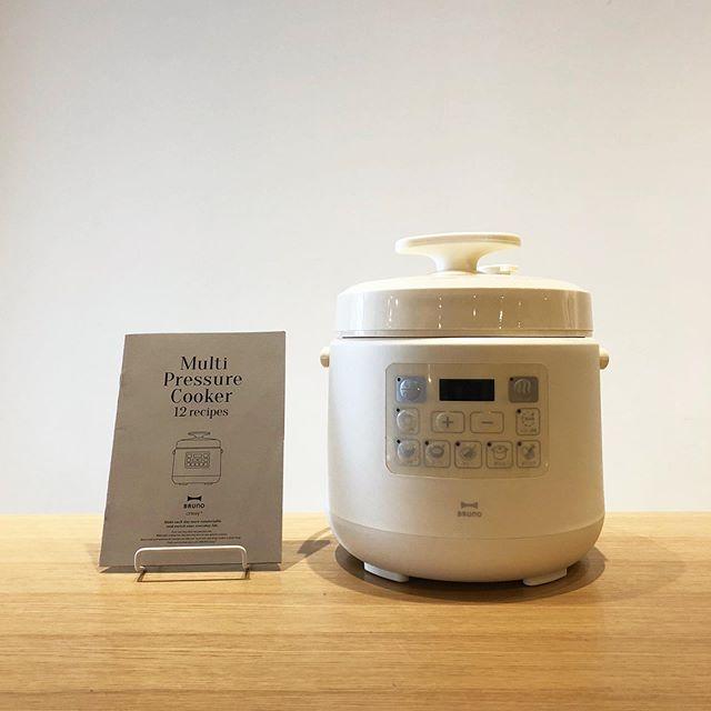 .【 BRUNO 】.人気の新シリーズBRUNO crassy+から「MULTI PRESSURE COKKER」が到着しました。.デザインはスタイリッシュ且つ分かりやすい、BRUNOらしい仕上がりに。料理名が書かれたボタンが創作意欲を掻き立てます。.火を使わず安全&短時間で煮込み料理が作れる電気圧力鍋の仕様。使い方はとてもシンプル。下ごしらえをした材料を内なべに入れ、お好みのボタンを押して完成を待つだけ。手間いらずで多種多様な調理が可能です。忙しいけれども毎日美味しい料理が食べたい。そんな思いをお持ちの方には必見の便利なプロダクトです。.#bruno#brunocrassy#multipressurecooker#haus #haus_matsue #hausmatsue #松江カフェ #島根カフェ #松江旅行#島根旅行#松江 #島根 #山陰