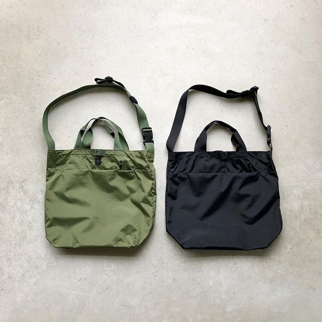 .【MIS / 2way shoulder bag】.アメリカ国防省が定めた軍用基準に対応した指定ファクトリーで生産を行うMIS(エムアイエス)。頑丈で防水性のある、420デニールのコーデュラナイロンを本体に採用した2way shoulder bagが入荷しています。手持ちと斜めがけを使い分けられる利便性。気軽な外出から旅行まで幅広いシーンでお使いいただけます。.ミリタリー本来の雰囲気を踏襲しながら現代のあらゆる人々のファッションに適合するべく作り込まれたMIS。雑誌などでも多く取り上げられておりますので是非一度ご覧にお越しくださいませ。.#mis#madeinusa#military#haus #haus_matsue #hausmatsue #松江カフェ #島根カフェ #松江旅行#島根旅行#松江 #島根 #山陰